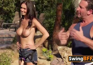 Swingers have fun